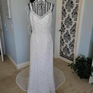 Oleg Cassini Gorgeous pre owned wedding gown